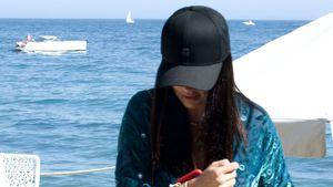 Welcher Superstar urlaubt hier undercover in Marbella?