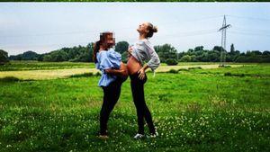 Model Alena Gerber und eine Freundin
