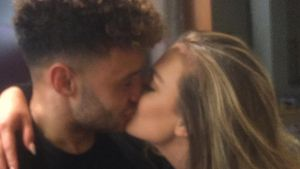 Kuss-Pic: Little-Mix-Star Perrie Edwards vermisst ihren Alex