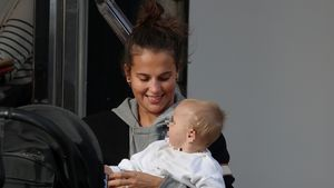 Selten: Alicia Vikander mit ihrem kleinen Baby unterwegs