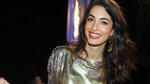 Glänzender Auftritt: Amal Clooney hat goldenen Mama-Glow