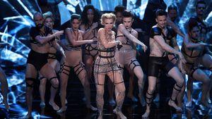 Aneta Sablik tanzt bei ihrem Solo zu 'Born This Way' von Lady Gaga
