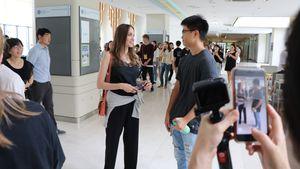 Den Tränen nahe: Angelina Jolie bringt Maddox zur fernen Uni