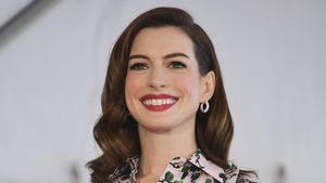 Nach Schwanger-Outing: Anne Hathaway mit XL-Kugel unterwegs!