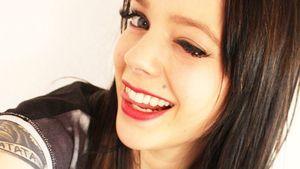 Anne Wünsche macht ein Zwinker-Selfie