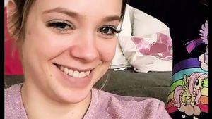 Zuckersüß: Anne Wünsches Tochter (2) hält BH für Mützchen!
