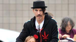 Anthony Kiedis & Everly Bear rollern durch Malibu