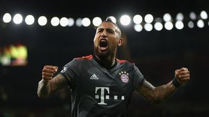 Kicker wird Papa: Der Baby-Boom beim FC Bayern geht weiter!
