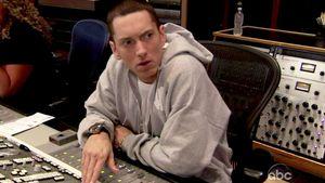 Oldschool: Eminem schreibt Rap-Texte noch mit Papier & Stift
