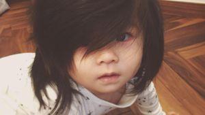 Skurriler Netz-Hype: Dieses Baby hat unfassbar volles Haar!