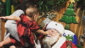 So süß! Mama Chrissy Teigen & Baby Luna beim Weihnachtsmann