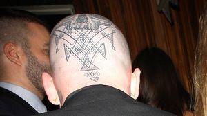 Krasse Körperkunst: Wem gehört dieses skurrile Tattoo?