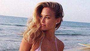 Bar Refaeli im Bikini mit Pflaster an der Taille