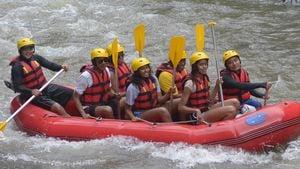 Barack Obama mit Frau Michelle und den Töchtern beim Rafting auf Bali