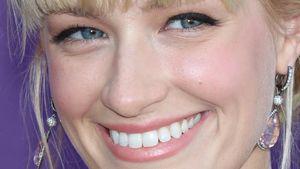 2 Broke Girls: Beth Behrs bezaubert mit Nudetönen