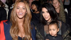 Beyoncé und Kim Kardashian mit Töchterchen North bei einer Modenschau
