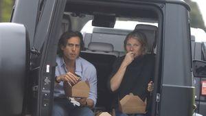 Gemütlich: Gwyneth Paltrow und Brad snacken im Kofferraum