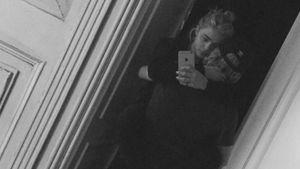 Schwer verliebt: Brooklyn trägt seine Chloë auf Händen