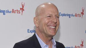 Bruce Willis mit GaGa-Fleischmütze!