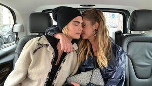Nach Chanel-Show: Knuddel-Pic von Cara Delevingne & Ashley