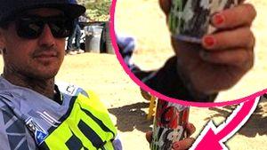 Vater-Liebe: Pink-Tochter lackiert Daddy die Nägel