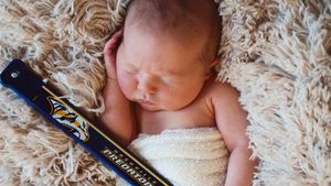1. Babyfoto: Carrie Underwood zeigt kleinen Hockey-Prinzen