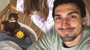 Papa-Sohn-Tag: Mats Hummels macht Baby-Spaziergang