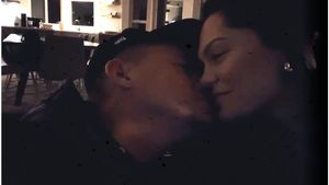 Intime Clips: Hier turteln Channing und Jessie auf der Couch