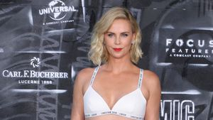 """James Bond"" war gestern: Hier kommt Charlize ""007"" Theron!"