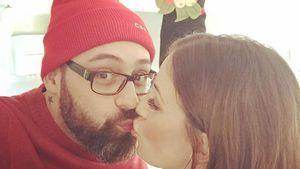 Charlotte Würdig und Sido küssen sich