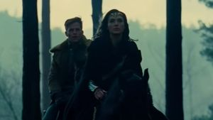 "1. Filmszenen: Chris Pine & Gal Gadot in ""Wonder Woman"""