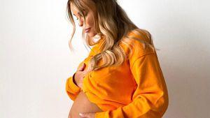 Pretty in Orange: Dagi Bee teilt neues Bild ihres Babybauchs