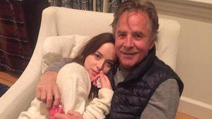 Dakota Johnson kuschlelt mir ihrem Vater Don Johnson