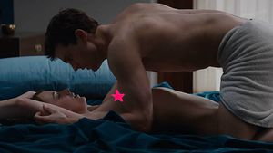 "Dakota Johnson und Jamie Dornan in ""Fifty Shades of Grey"""