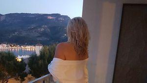 Daniela Karabas in einem Hotel auf Mallorca