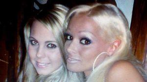 Daniela Katzenberger mit einer Freundin, 2005