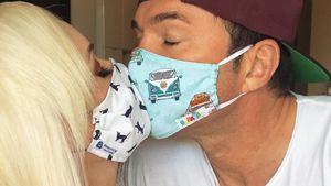 Geschützter Kuss: Dani und Lucas lieben sich auch mit Masken