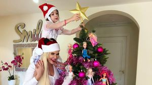 Was sagt Lucas dazu? Katze präsentiert Barbie-Weihnachtsbaum