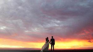 Troian Bellisario und Patrick Adams an ihrem Hochzeitstag im Dezember 2016