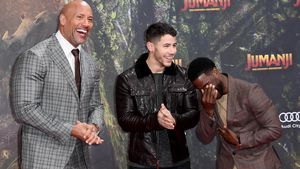 Mit The Rock & Kevin Hart: Nick Jonas hat Spaß in Berlin