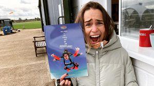 Zum 34. Geburtstag: Emilia Clarke springt aus einem Flugzeug