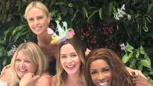 Emily Blunt und Charlize Theron bei Emilys Baby-Party