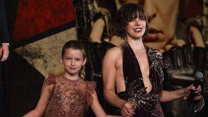 Schau an! Milla Jovovich zeigt Bein und ihre Tochter