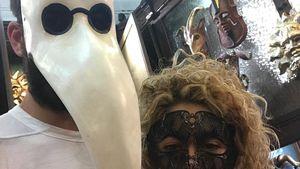Doch keine Liebes-Krise? Masken-Spaß bei Shakira & Piqué!