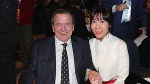 Alt-Kanzler Schröder so verliebt mit Gattin Soyeon in Berlin