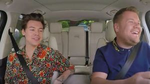 "Harry Styles und James Corden beim Carpool Karaoke der ""The Late Late Show"""