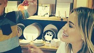 Knuffig: Hilary Duff & Luca im Mal-Wahn