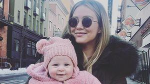 Nach Nacht in Klinik: Hilary Duffs Tochter Banks geht's gut