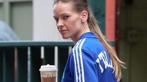 Hilary Swank: Kein Make-up, dafür Super-Knackpo