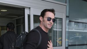 Hugh Jackman am JFK-Flughafen in New York
